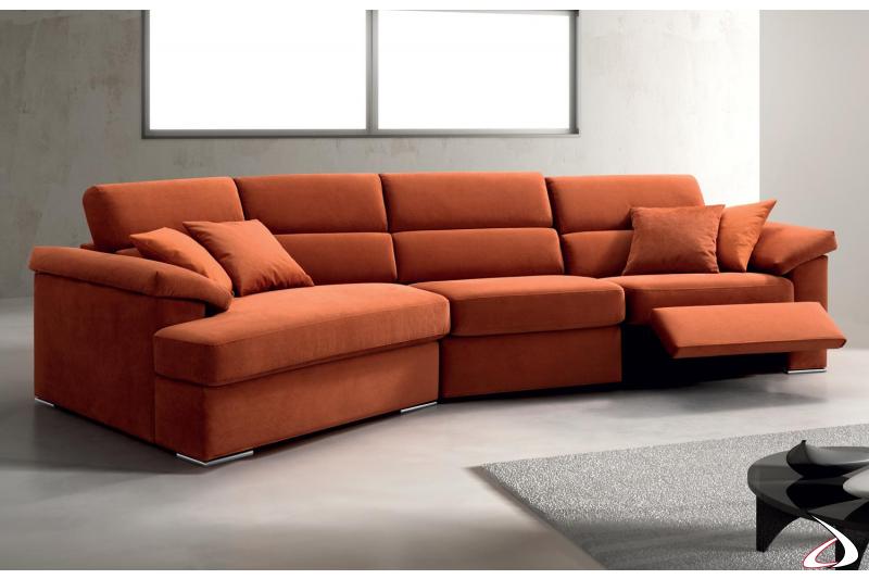 Divano relax con chaise lounge e sistema alzapiedi