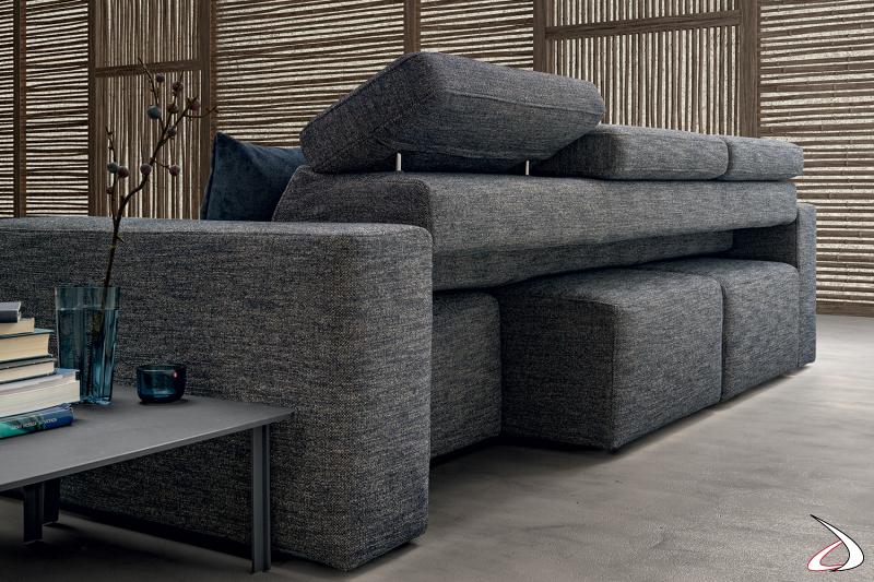 Divano da centro stanza moderno con poggiatesta reclinabili e sedute movibili