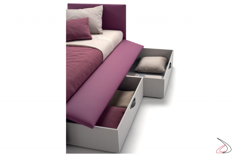 Children's bed with pull-out drawers