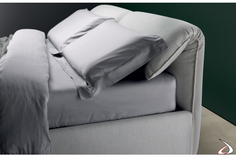 Letto design in tessuto con testiera pieghevole