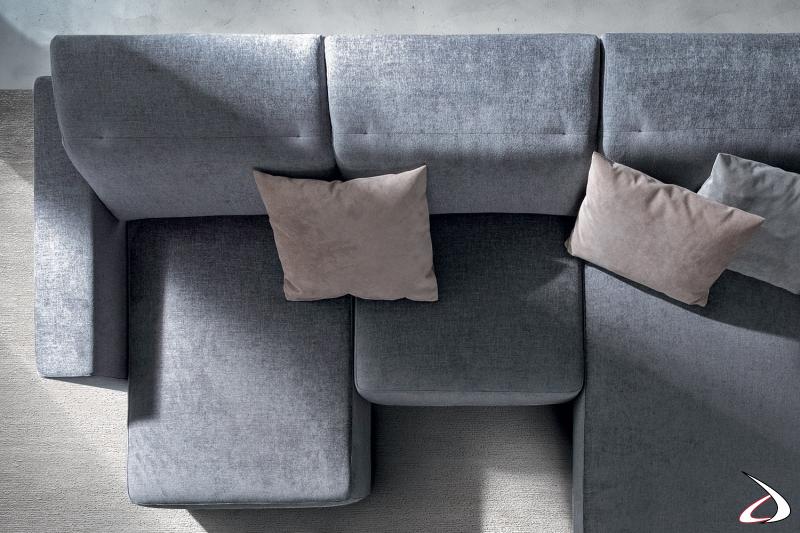 Divano ad angolo moderno con sedute scorrevoli e poggiatesta reclinabili