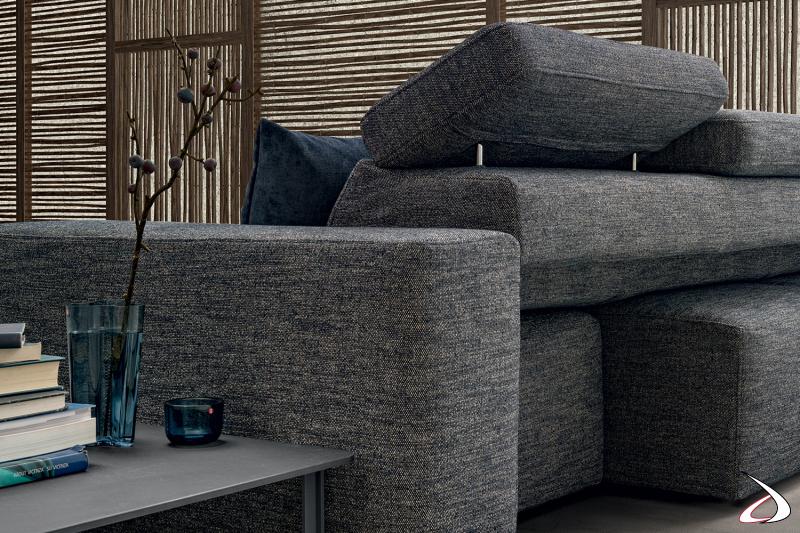 Poltrona di design imbottita con seduta scorrevole e poggiatesta reclinabile