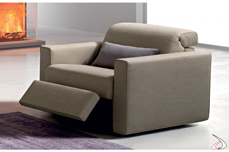 Poltrona relax con poggiatesta reclinabile