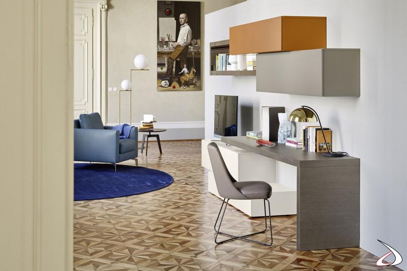 Mobile soggiorno elegante con piano scrittoio per villa veneta restaurata