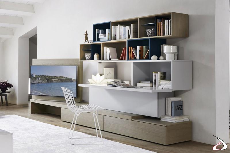 Mobile soggiorno moderno con pannello tv girevole e pensile con anta ribalta uso scrittoio