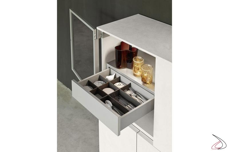 Madia di design sospesa con ante in legno e ante in vetro con cassetti interni porta oggetti