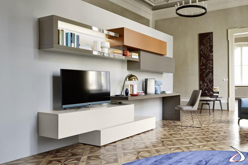 Parete soggiorno di design per villa veneta restaurata con piano scrivania