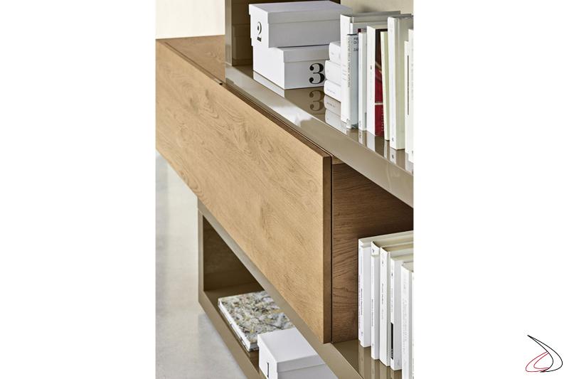 Mobile soggiorno moderno ad angolo in legno rovere con mensole in laccato lucido
