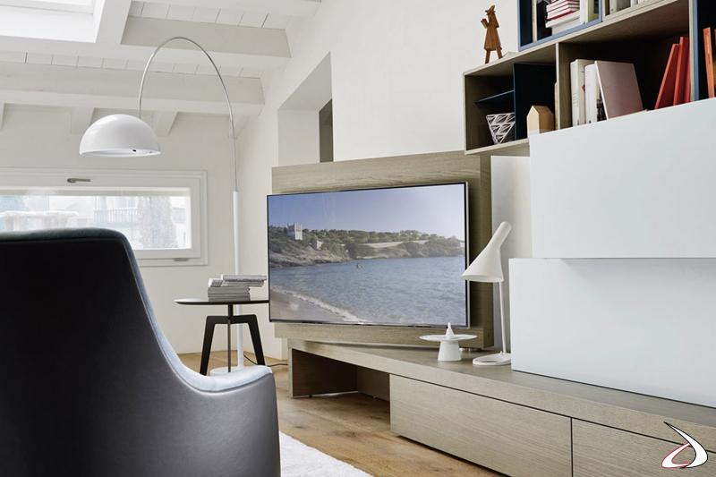 Parete attrezzata soggiorno moderna con pannello tv girevole
