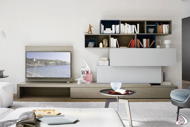 Parete soggiorno di design attrezzata con pannello tv orientabile e pensili a giorno