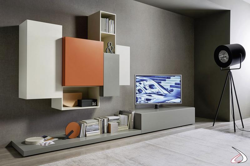 Soggiorno moderno componibile con pensili colorati e base con colonna porta tv girevole