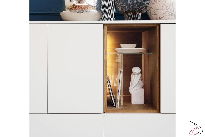 Credenza di design da soggiorno con elementi a giorno in legno retroilluminati a led