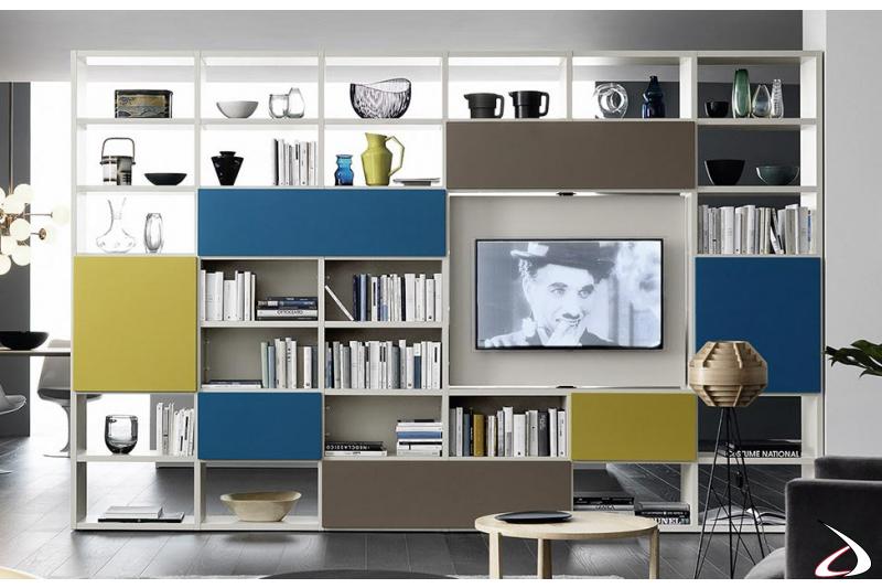 Libreria moderna colorata bifacciale in legno