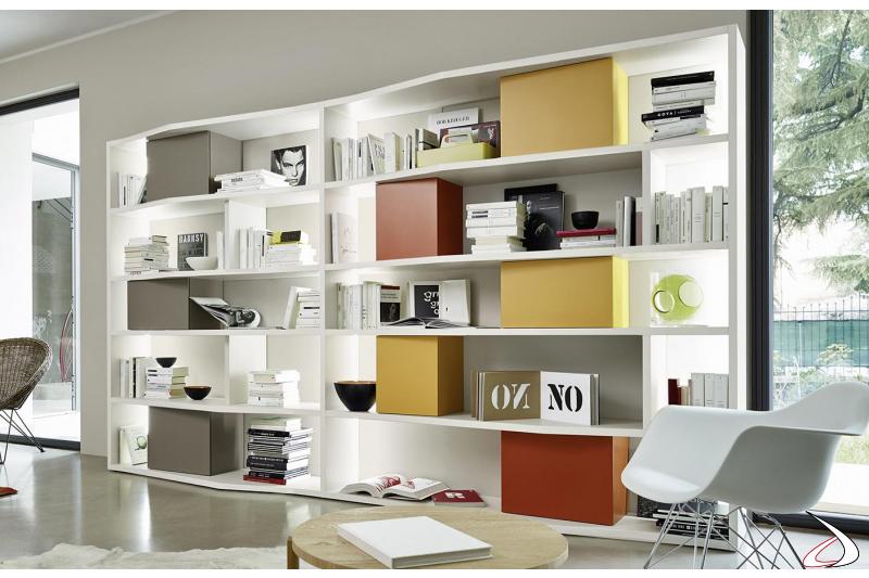Mobile libreria colorato di design da soggiorno