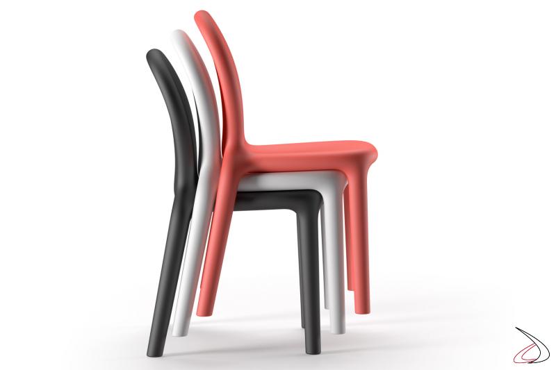 Le sedie Chloè sono impilabili.