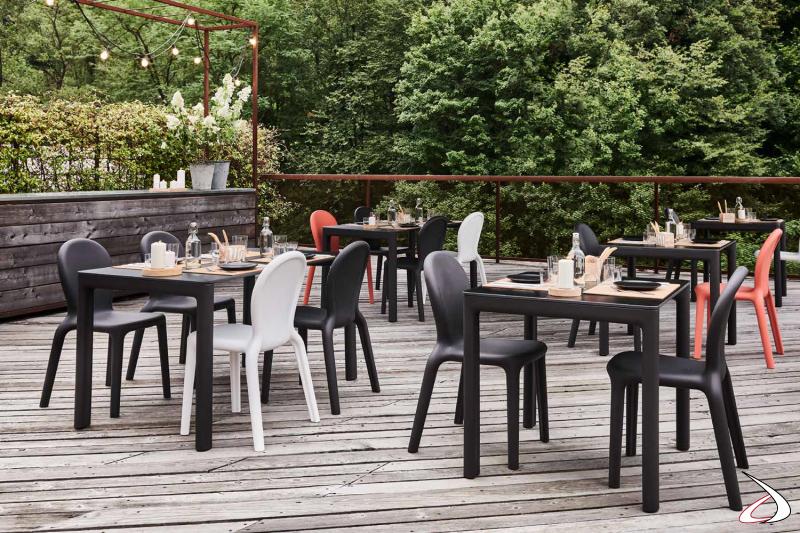 Locali di tendenza arredati con sedie e tavoli Chloè.