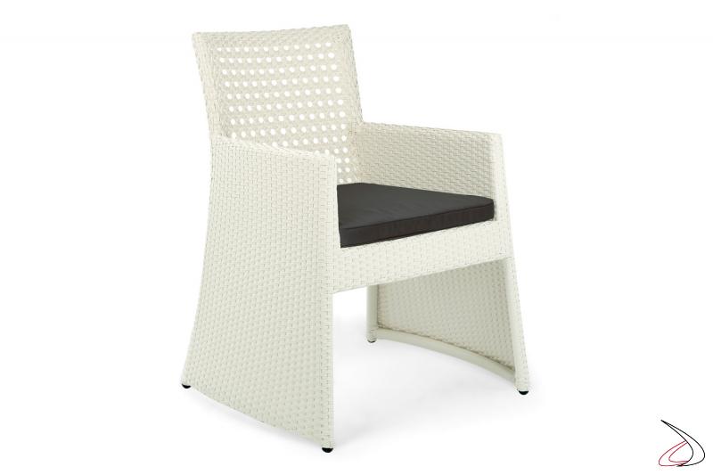 Sedia da esterno con cuscino e braccioli colore bianco