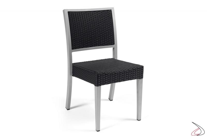 Sedia da esterni con struttura verniciata grigio e schienale e seduta colore antracite