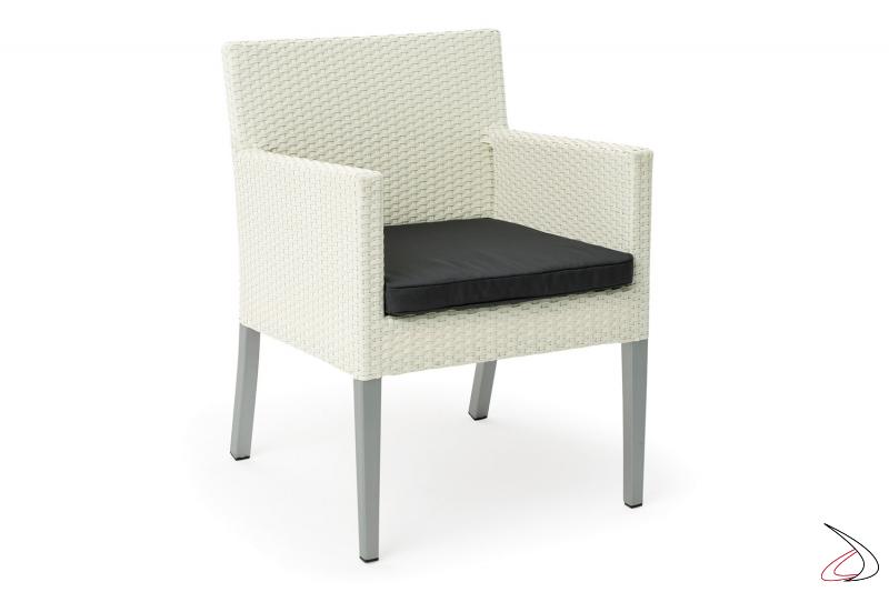 Sedia da terrazzo esterno con cuscino colore bianco
