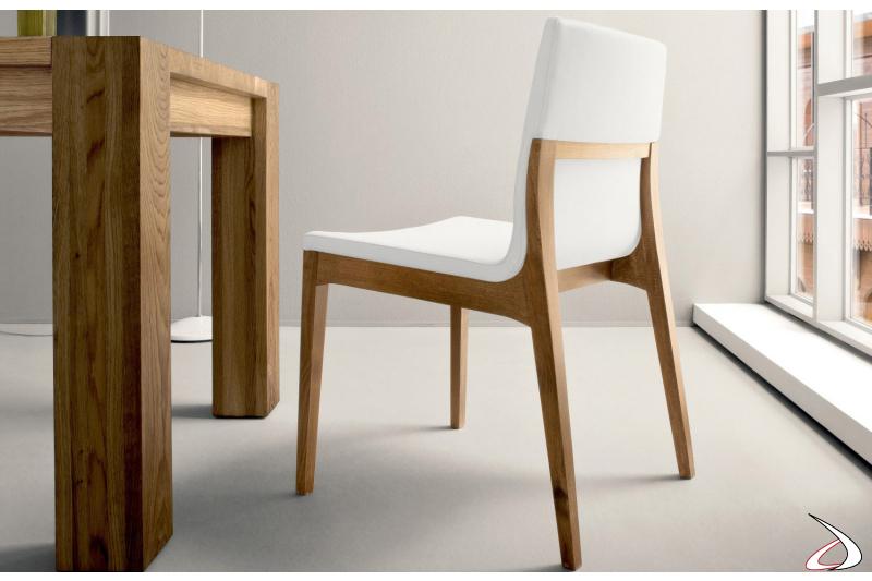 Sedia design in legno con seduta imbottita rivestita in ecopelle