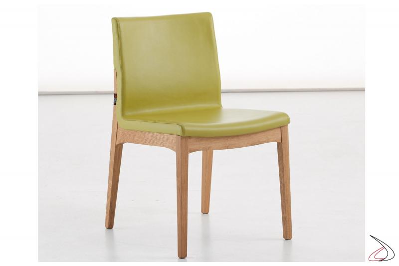 Sedia design da pranzo con struttura in legno e seduta imbottita