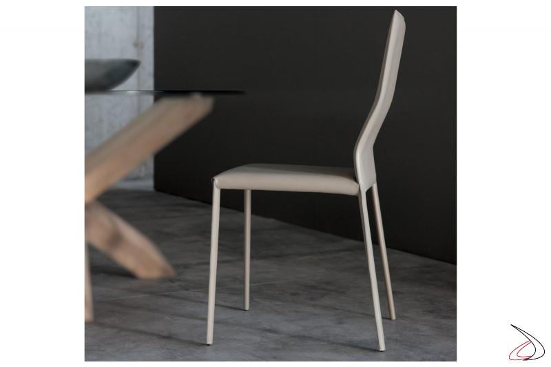 Comoda sedia moderna da cucina