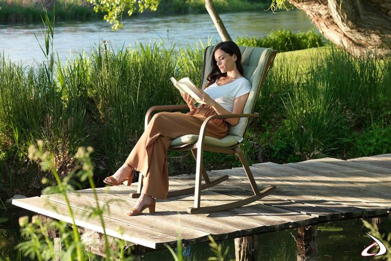 Sedia a dondolo per giardino con cuscino relax