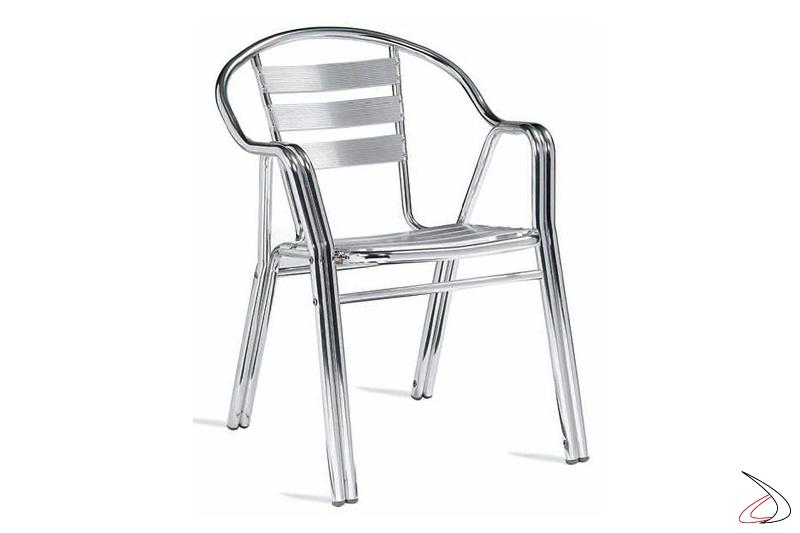 Sedia da terrazzo con doghe orizzontali in alluminio