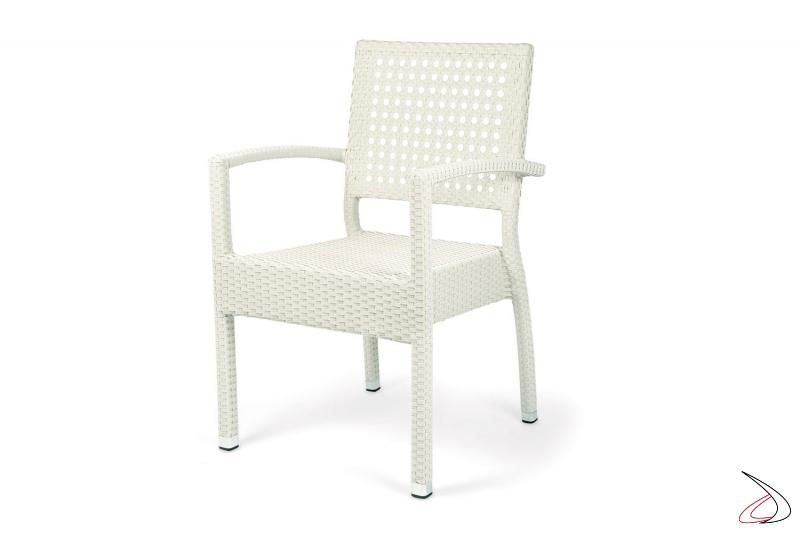 Sedia con poggioli e schienale traforato da terrazzo esterno bianca