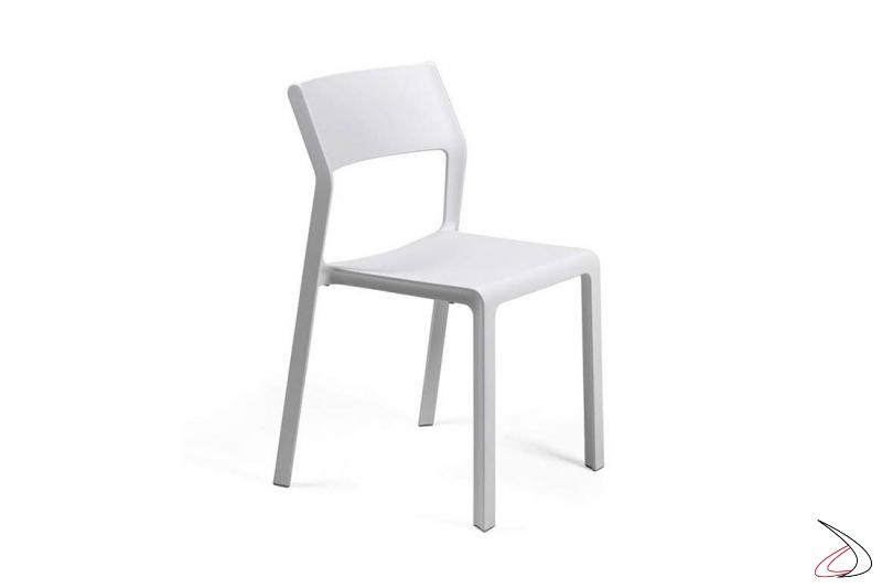 Sedia moderno color bianco per il giardino