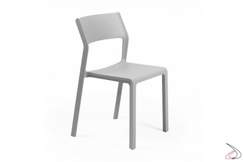 Sedia impilabile moderna grigia