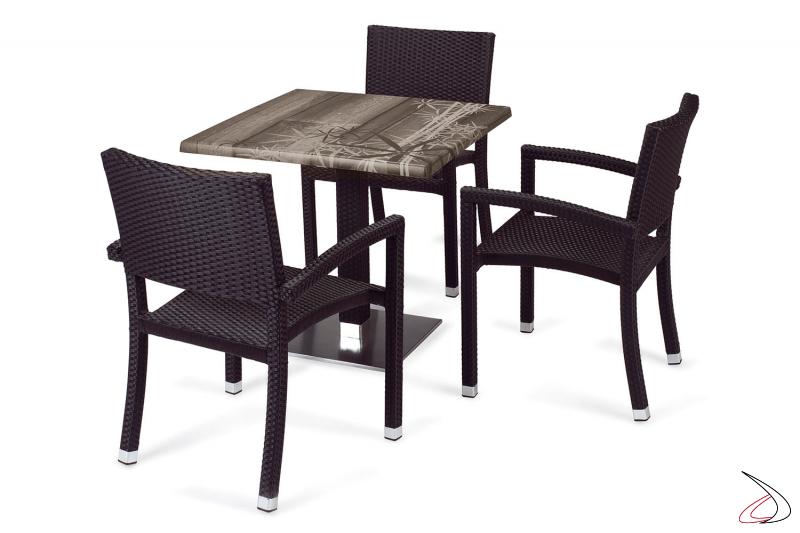Arredamento per esterni con sedie e tavolo colore antracite