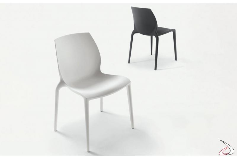 Sedie in polipropilene moderne nei colori bianco e nero