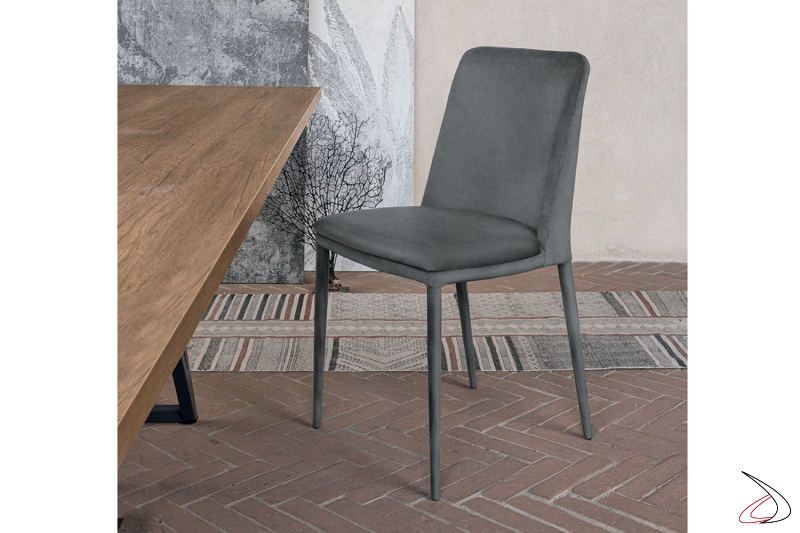 Sedia moderna ed elegante imbottita, rivestita in econabuk