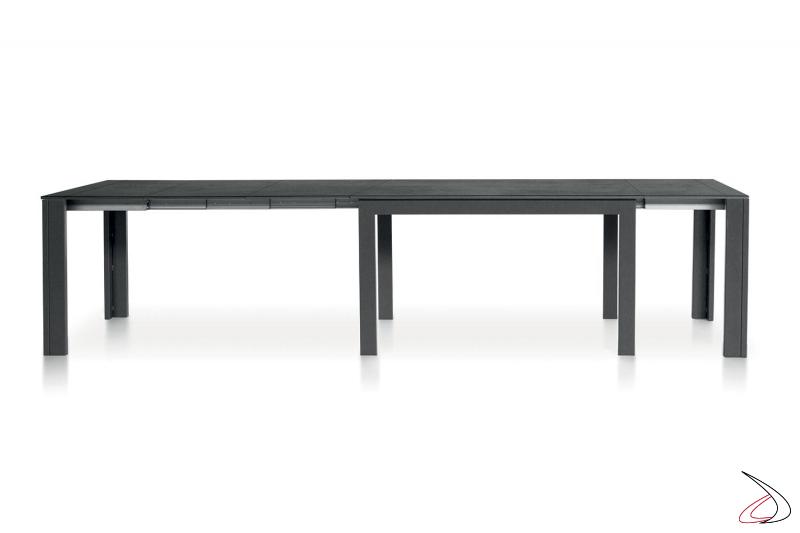 Tavolo moderno allungabile fino a 5 metri per 18 posti a sedere