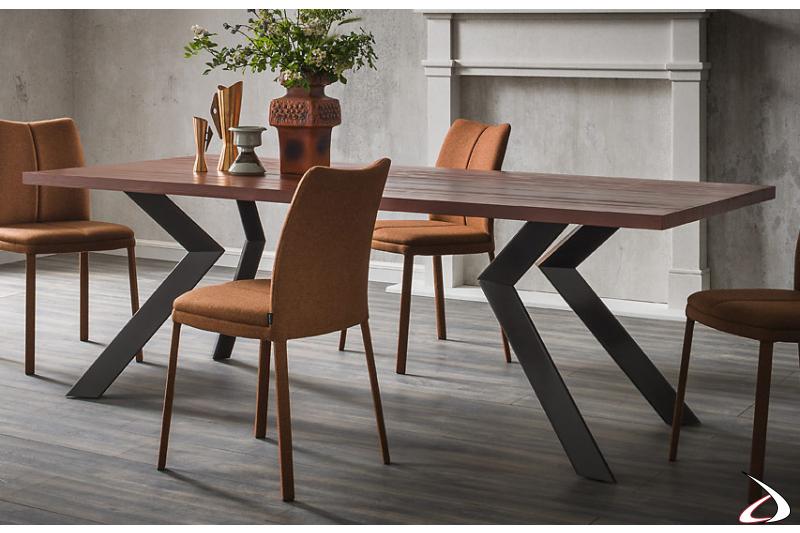 Tavolo design con gambe ad angolo