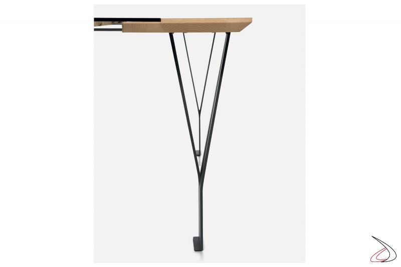 Tavolo moderno fisso con gambe in metallo verniciato antracite
