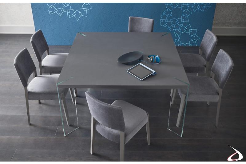 Tavolo quadrato con gambe in cristallo