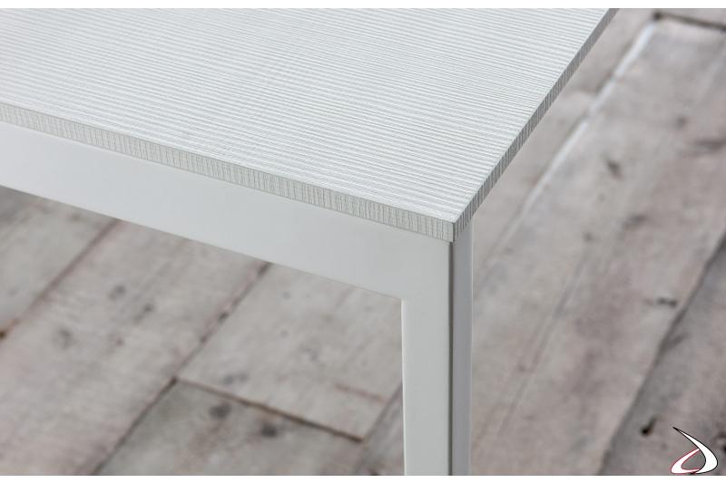 Tavolo da cucina con piano bianco