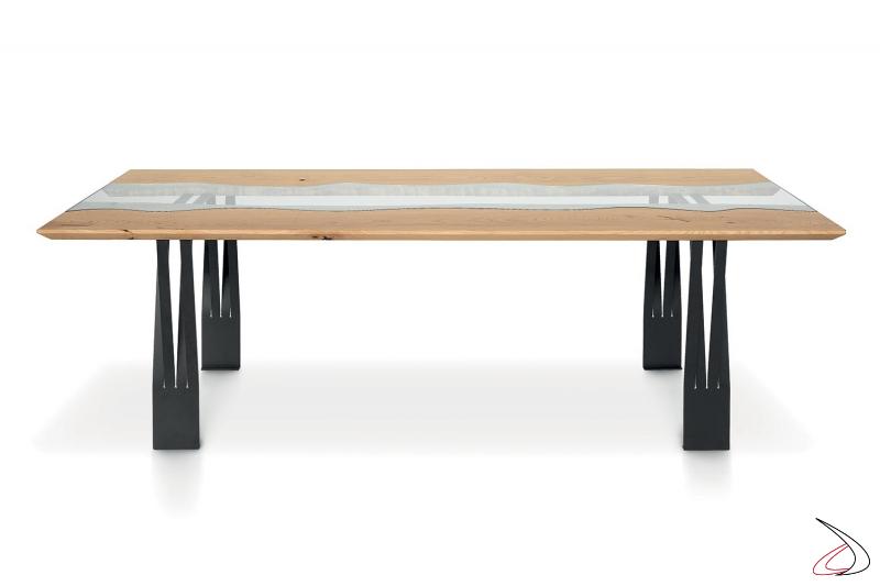 Tavolo design fisso da soggiorno con piano in legno e inserto in vetro