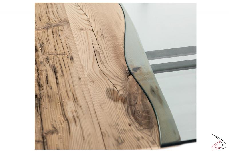 Tavolo in massello abete antico con inserto centrale in vetro trapsarente