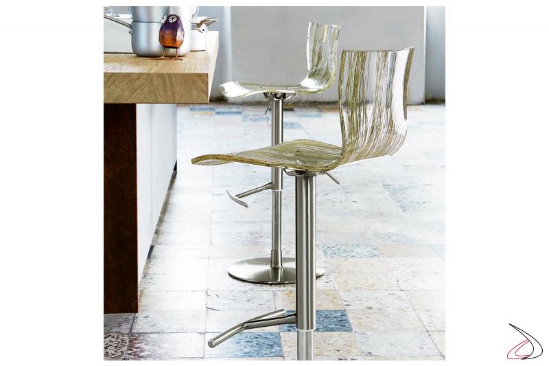 Sgabello per bancone cucina di design con seduta trasparente con effetto erba