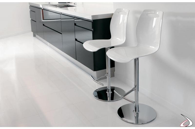 Sgabelli per bancone cucina con schienale alto e struttura cromata