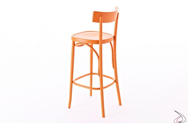 Sgabello arancione mandarino con schienale alto e poggiapiedi per bancone cucina