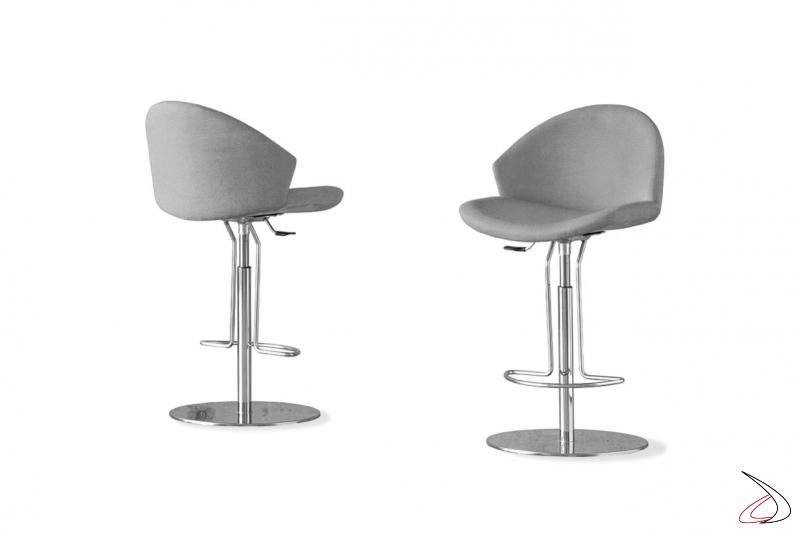 Sgabelli di design regolabile in altezza e girevole con seduta imbottita con schienale avvolgente