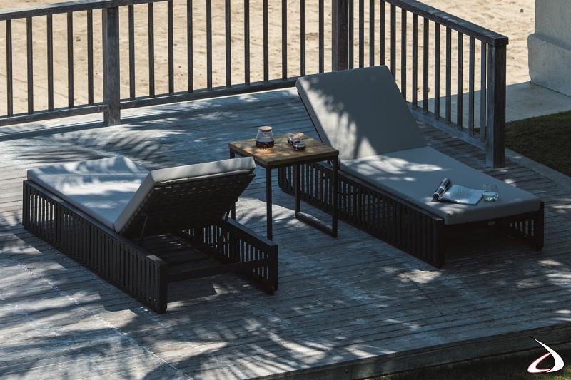 Lettino prendisole di design da giardino con struttura in alluminio rivestita con cinghie