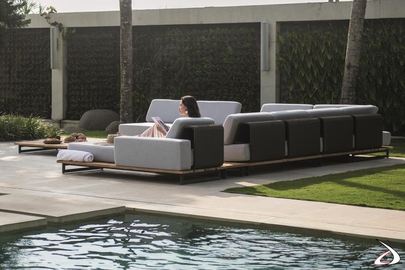 Salotto da giardino e bordo piscina di design con sedute imbottite e schienali in alluminio intrecciato