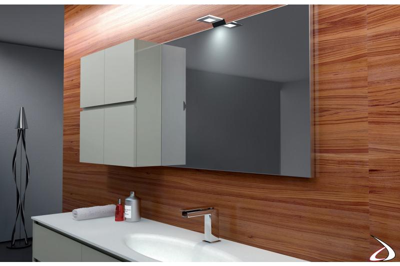 Specchiera con lampada a led per bagno moderno