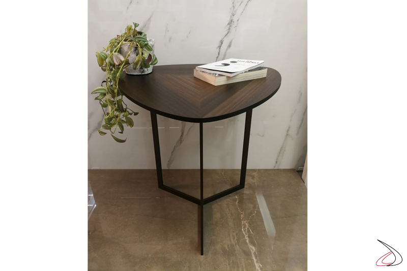 Un tavolino moderno che si adatta con facilità  in ogni stile e ambiente.