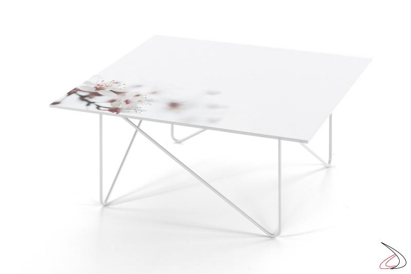 Tavolino quadrato con piano in vetro fiore bianco.